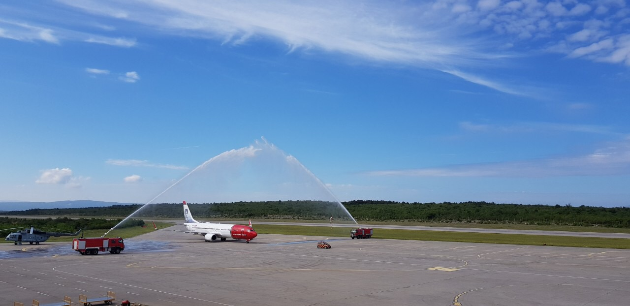 Ceremonial welcome for the first TUI group flight
